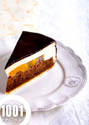Вершково-шоколадний торт з абрикосами