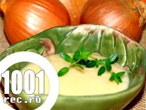 Соус з рослинної олії і сметани.