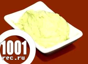 Соус зі сметани і зелені.