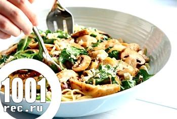Спагетті зі шпинатом і куркою - швидкий рецепт