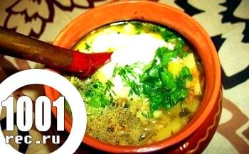 Суп з грибів і картоплі, заправлений йогуртом