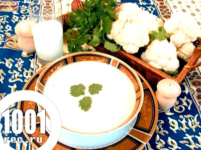 Суп-пюре для дітей з цвітної капусти.
