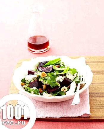 Буряковий салат з блакитним сиром