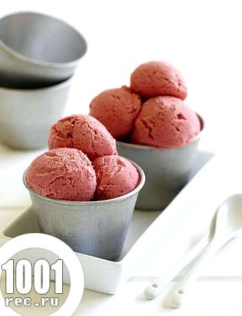 Сирно-полуничним морозивом