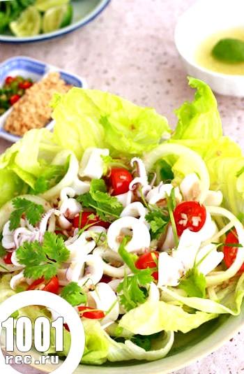 Теплий салат з кальмарами