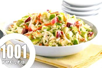 Весняний салат з молодої капусти