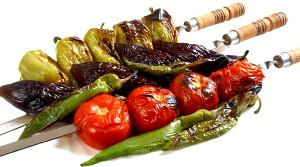 Смачна закуска до шашлику: печені овочі з горіховим соусом