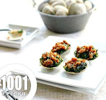 Запечені молюски зі шпинатом і хрусткої ягнятиною