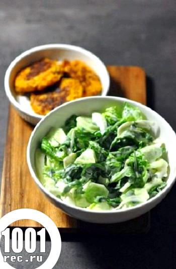 Зелений салат з огірками і м'ятою