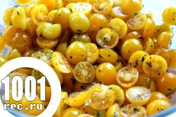 Жовті помідори часточками на зиму